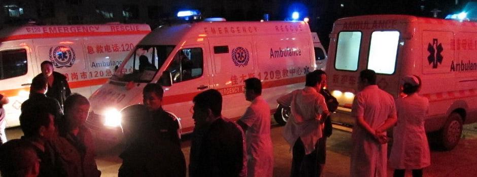 伊春失事客机伤员被送往医院接受救治