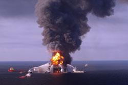 """美国""""深水地平线""""石油钻井平台失火"""