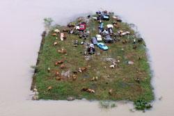 马来西亚北部Rantau Panjang发生洪水