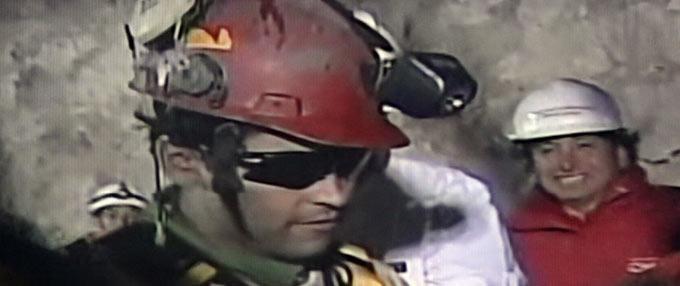 智利首名矿工升井
