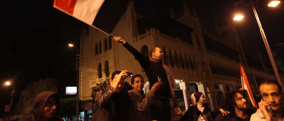 示威者庆祝穆巴拉克辞职