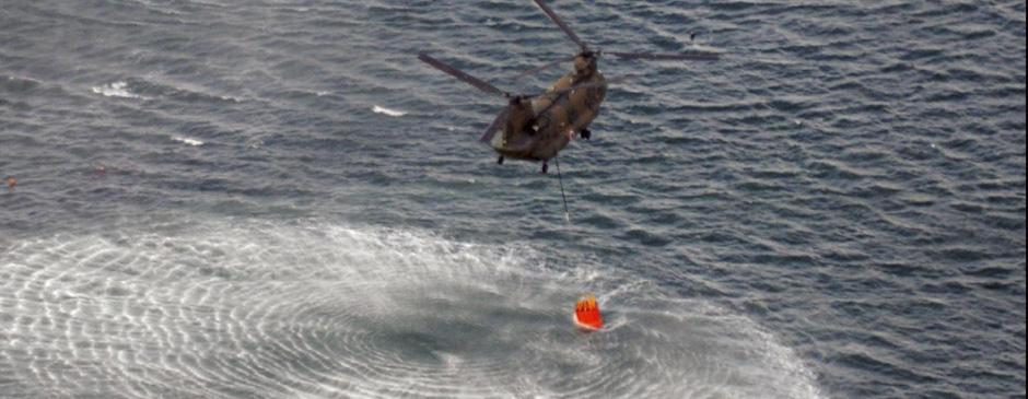 自卫队直升机海上取水准备为乏燃料池降温