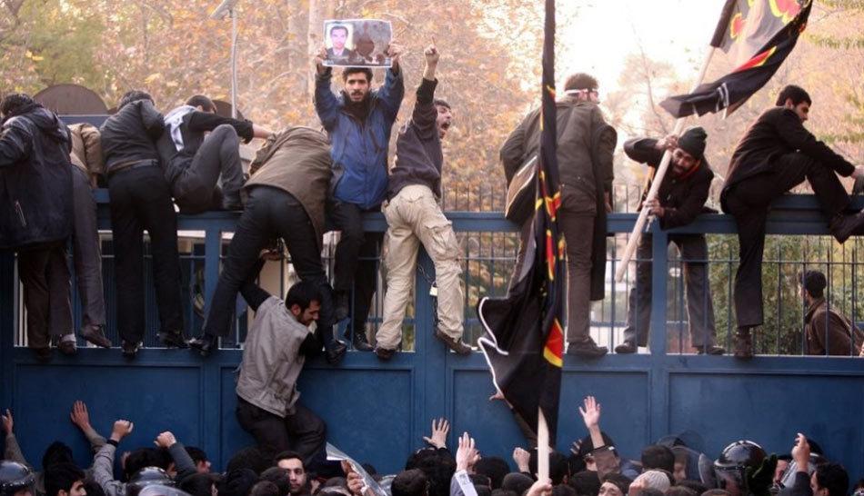 伊朗示威者冲击英国使馆