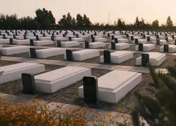 《飞天》剧照:烈士陵园中长眠着为航天事业贡献出生命的英雄