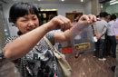 武汉余家头村20周年庆 村民每人领百克黄金