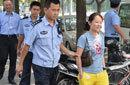 北京一名女子向日本大使馆投掷塑料瓶