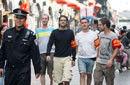 在京老外戴红袖标与民警共同巡街