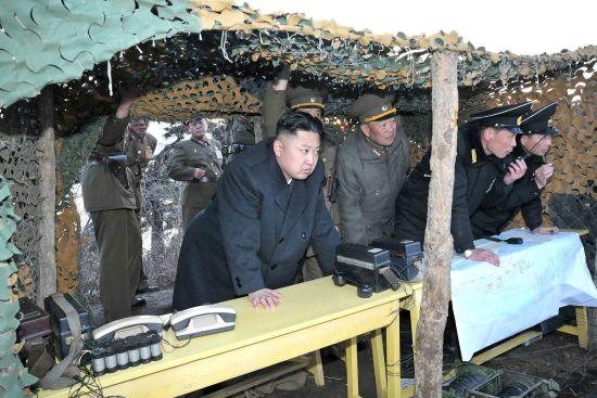 3月25日,金正恩视察朝鲜人民军登陆和反登陆演习。来源:朝中社