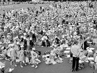 4000人齐包粽子挑战吉尼斯世界纪录(组图)