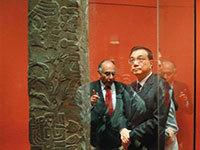 李克强参观秘鲁文物 发现中秘古文化相似点