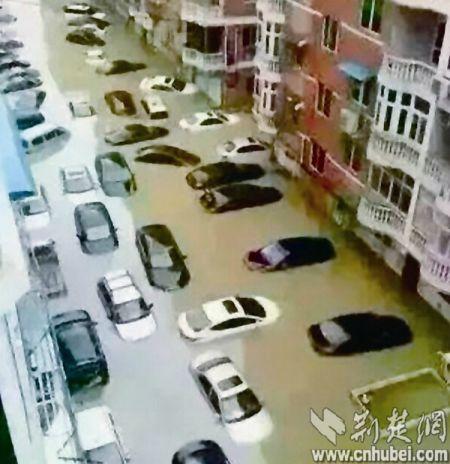 暴雨导致积水严重