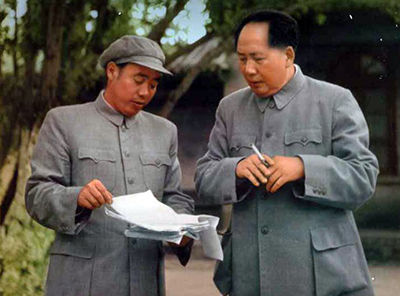 图为1955年,汪东兴与毛泽东在一起。