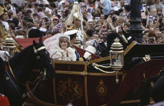 查尔斯王子和戴安娜王妃婚礼乘坐皇家马车