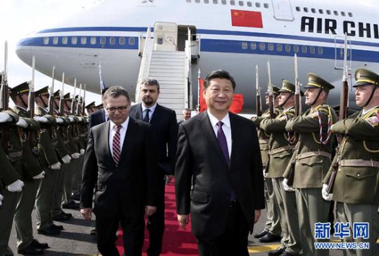 习近平出席捷克总统欢迎仪式