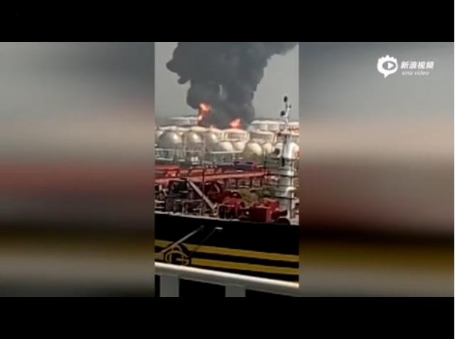 现场:江苏泰州危化品仓储起火