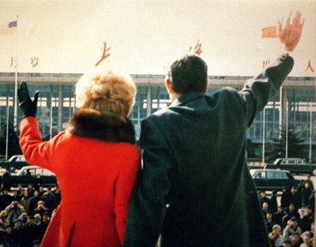 尼克松总统及夫人一行1972年2月27日抵达上海访问。