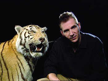 """把他们组织起来为野生动物撑起""""保护伞""""的人,就是野生救援协会创办人"""