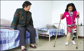 驴友助截肢女孩进京康复