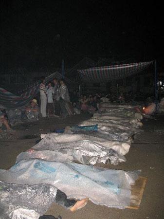 记者目击都江堰聚源中学教学楼垮塌现场