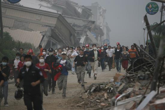 北川救援人员及灾民因堰塞湖紧急撤离(组图)