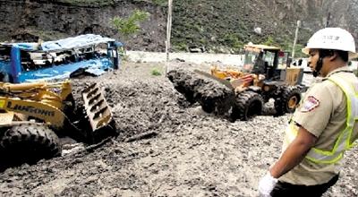 泥石流阻断汶川生命线(图)