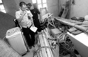 部分非北川县城灾民混入城内搬东西(图)