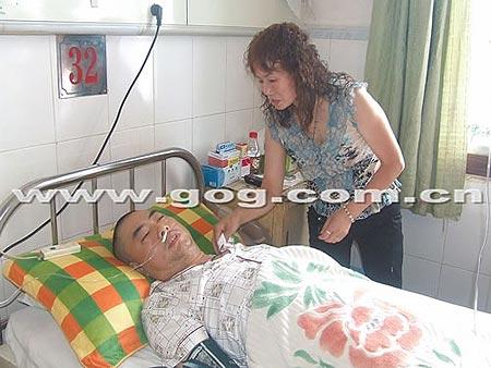 贵州瓮安教育局干部打砸事件中营救民警被打伤