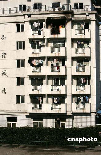 上海商学院宿舍起火4名女生6楼跳下身亡(图)