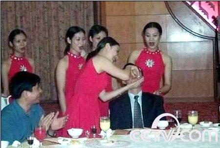 云南绿春县政府被指请美女陪酒接待扶贫考察团