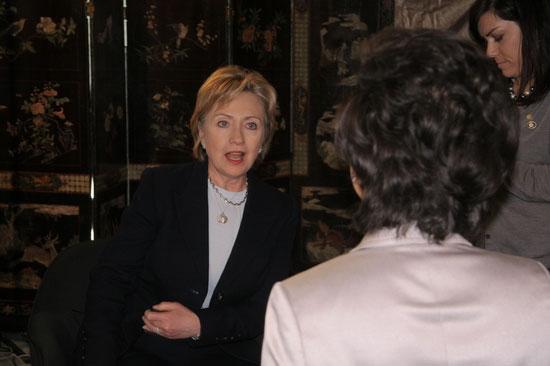 希拉里接受专访谈个人外交政策理念