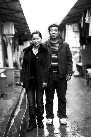 重访地震灾区:前富翁在工厂打工养活儿女(图)