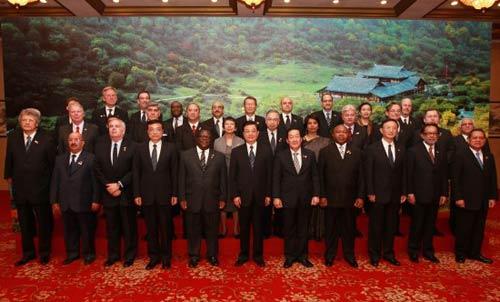 胡锦涛会见出席汶川地震周年纪念活动外国使节