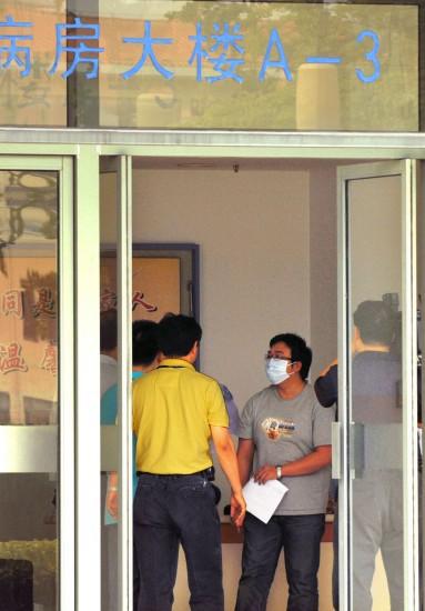 上海首例甲型流感确诊患者康复出院(组图)