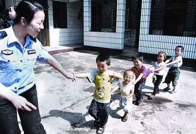 武汉铁路局警方破获贩婴案救出23名儿童