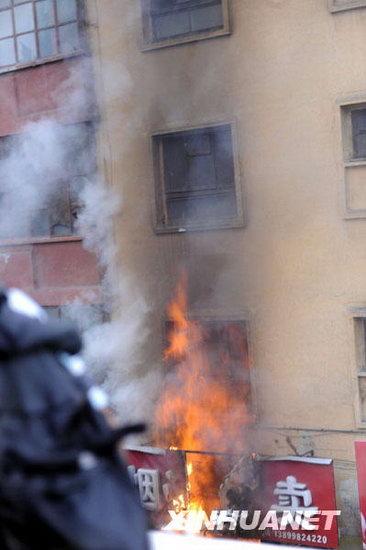 新疆打砸抢烧暴力事件目击:数千名暴徒行凶