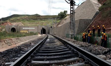 兰新线列车在乌鞘岭隧道起火1700乘客安全撤离