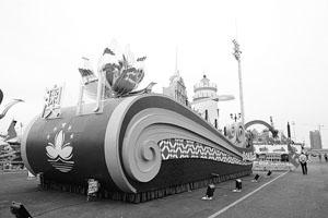 国庆彩车造型船体花朵元素成主流