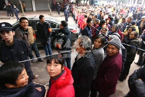 重庆1名歹徒入室杀人后劫持孕妇被击毙