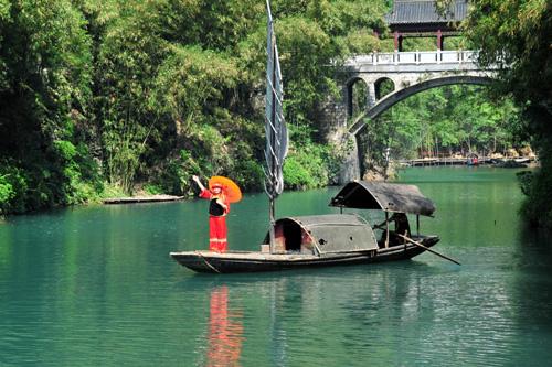 """2009年5月9日,宜昌市夷陵区""""三峡人家""""风景区一角."""