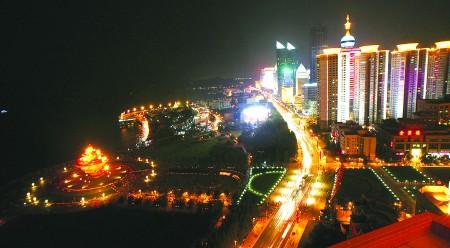 根据青岛市政府夜景照明建设集中行动的要求,青岛市亮化工作指挥部