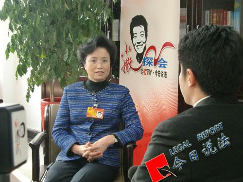 女代表委员节日谈心愿宋秀岩希望女性自立自强