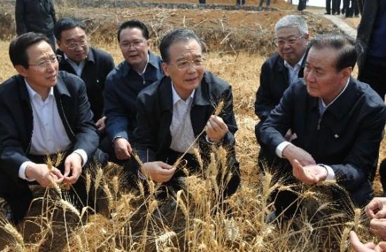 温家宝赴贵州考察抗旱救灾称绝不让一户断水