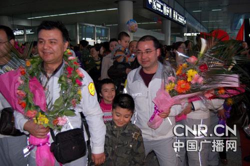 新疆首批赴青海抗震救灾医疗队返回乌鲁木齐