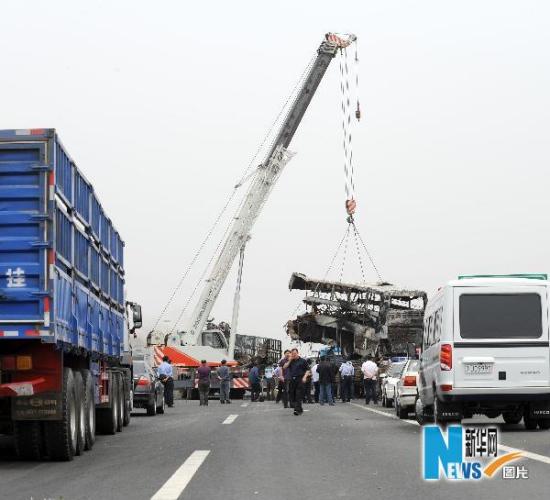 国务院调查组要求对辽宁致33死交通事故追责