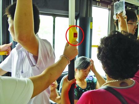 公交下车门铃咋就成了摆设 效果不理想,试行一段时间后基本停用