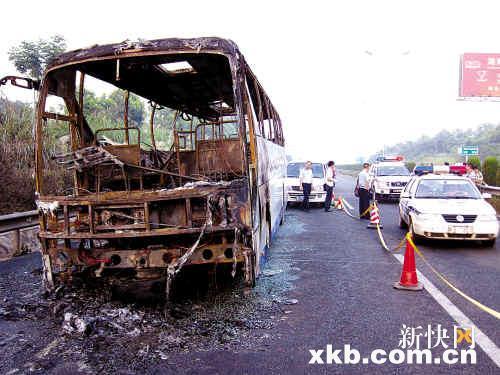 湖南长沙机场满客大巴疑似爆炸二死十伤
