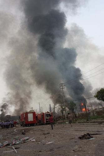 独家:目击者称发生两次爆炸巨响造成严重耳鸣