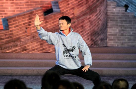 马云在《开学第一课》节目现场秀太极