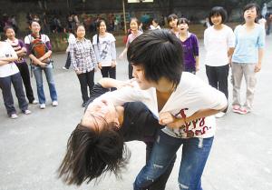 重庆一家高中学生可按爱好选课中午需唱红歌
