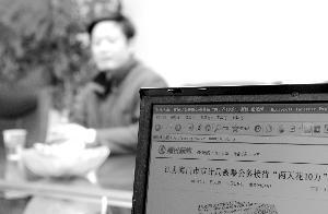 1月6日,海门市审计局局长施平在接受记者采访 新华社发